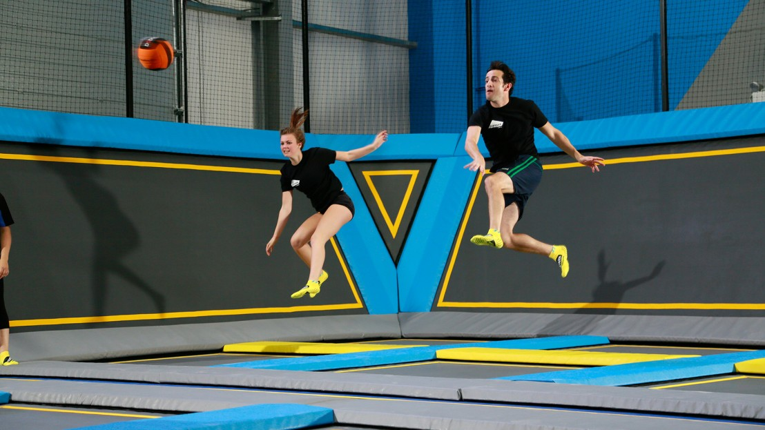 Dodgeball throw on trampolines